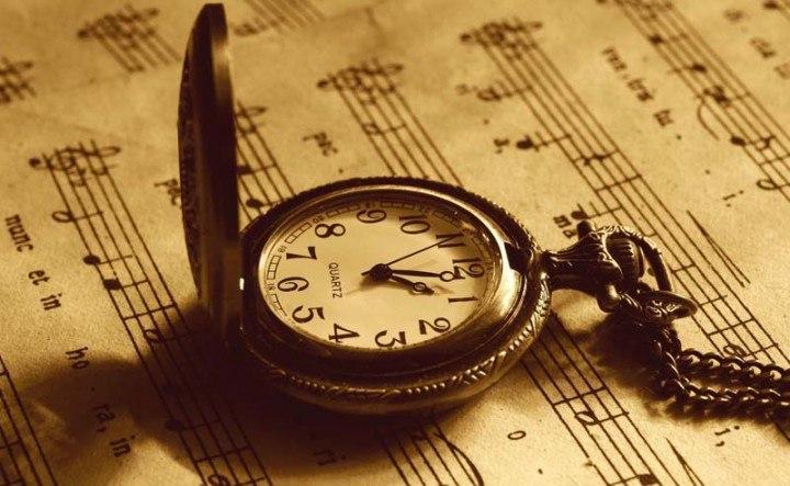 старинные часы на цепочке